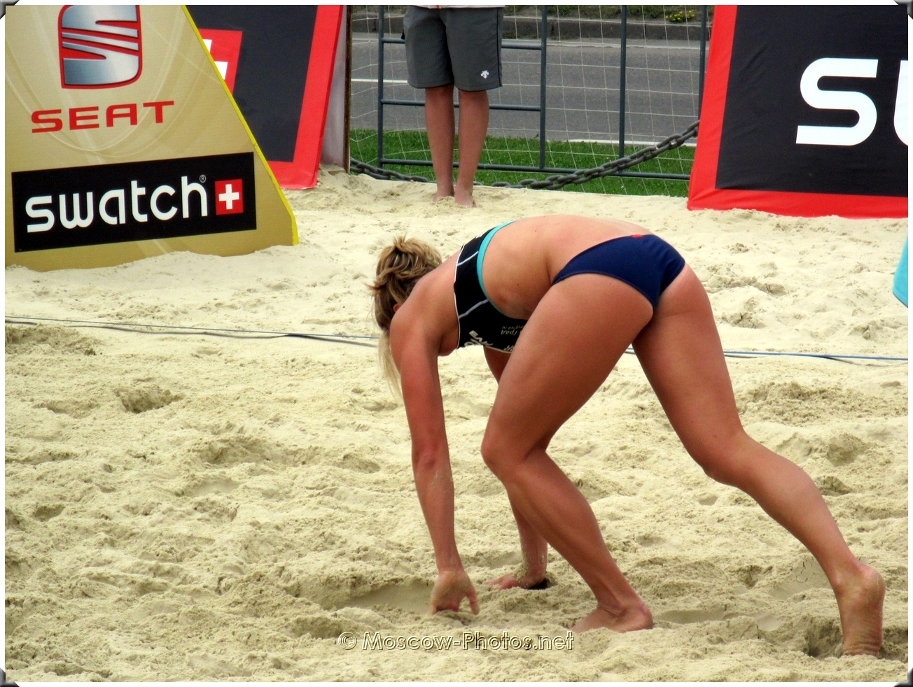 After a difficult beach volleyball combination