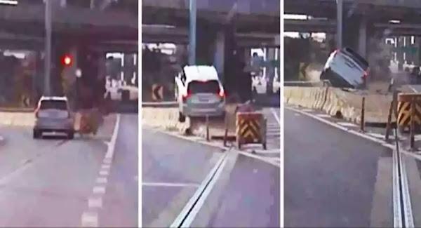 Οδηγός ακούει το GPS, χτυπάει σε ράμπα και απογειώνεται - Βίντεο