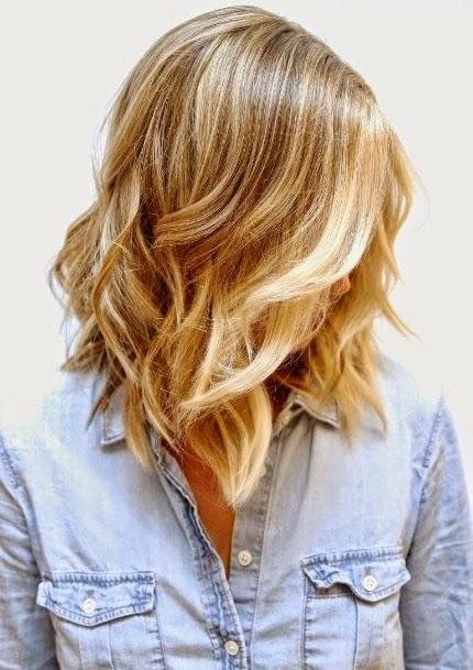 A natural looking beige blonde base with bright buttery blonde highlights