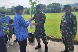 Yonif RK Banau Dukung Kegiatan Bakti Hari Rimbawan ke-38 di Dishut Maluku Utara