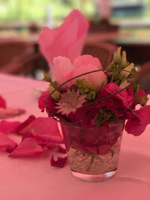 Centerpieces, table flowers, Shades of pink, weddings abroard, mountain wedding at the lake, wedding, Bavaria, Germany, Garmisch, Riessersee Hotel, getting married in Bavaria, wedding planner Uschi Glas
