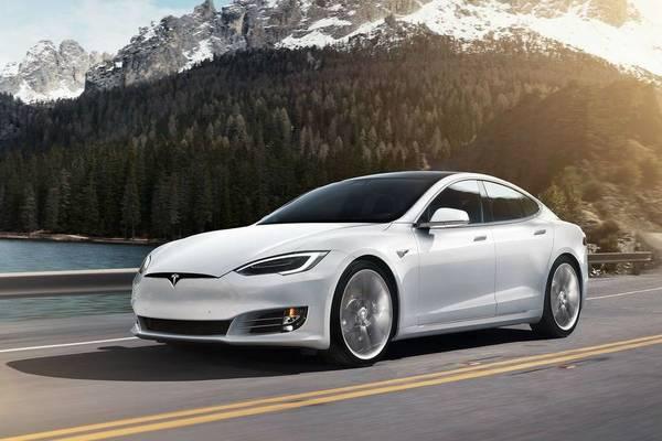بالصور: حادثة مروعة لسيارة Tesla Model S ذاتية القيادة رغم الحديث عن معاير السلامة!