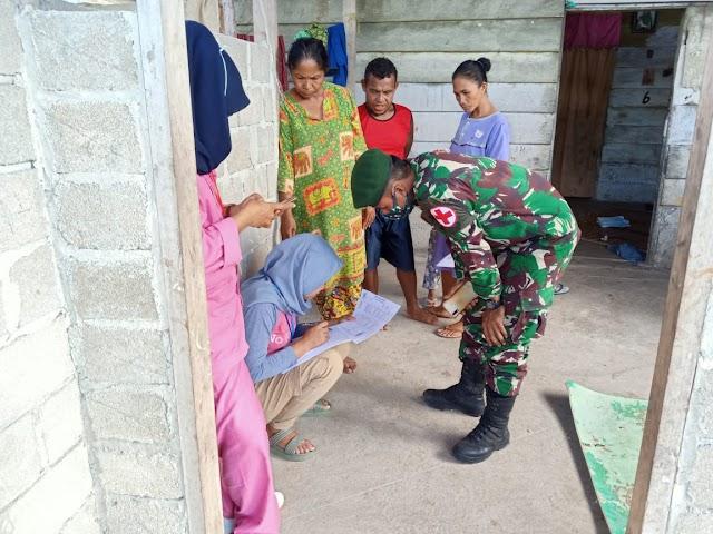 Satgas Yonarmed 9 Kostrad Membantu Pelayanan Posyandu di Puskesmas Desa Tapeleo