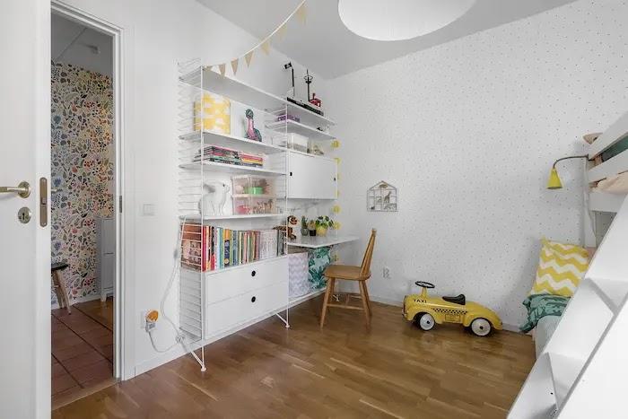 Dormitorio infantil con librería