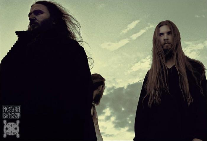 358c14a9d5 A Negura Bunget az első erdélyi black metal zenekar, melynek megalakulása  óta fő vezérlőelve, hogy bemutassa a Kárpátok végtelen, sűrű és sötét  erdeinek ...