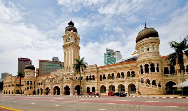 10 Tempat yang Wajib di Kunjungi di Malaysia - Dataran Merdeka