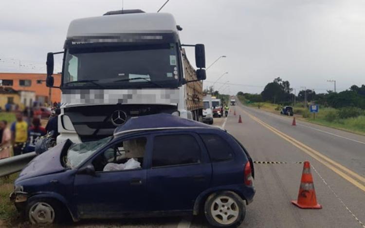 GRAVE ACIDENTE: Homem morre após colisão envolvendo carro e caminhão