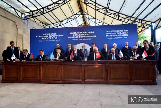 UEE y Singapur firman acuerdo de libre comercio