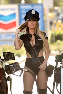 Ana-Braga-spotted-in-a-Halloween-Police-costume-while-getting-gas-in-Studio-City-e7dih4gce2.jpg