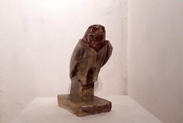 Sculpture en plâtre des beaux-arts du dieu égyptien Horus.
