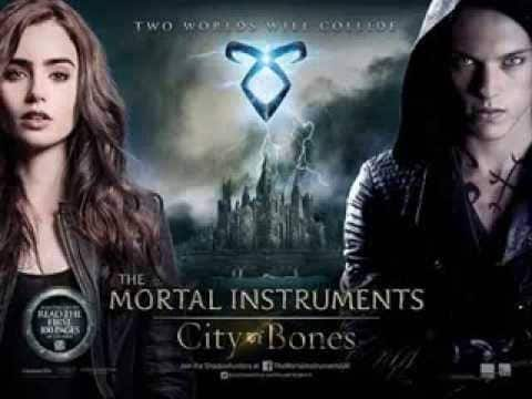 MORTAL INSTRUMENTS CITY OF BONES (2013)