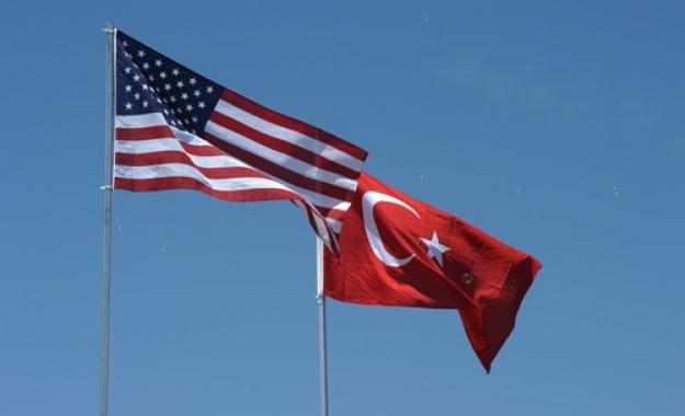 Ξαναρχίζει τις χορηγήσεις βίζα η αμερικανική πρεσβεία στην Τουρκία