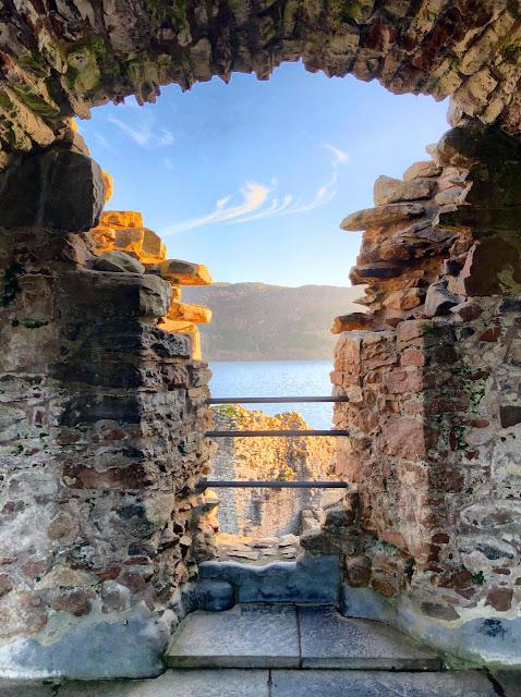 Uquhart Castle, com Loch Ness ao fundo