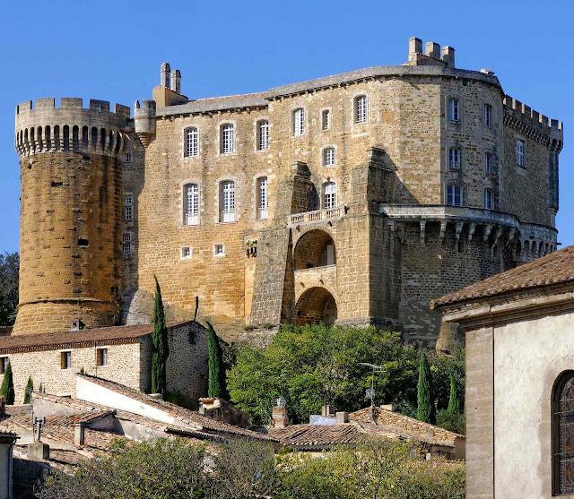 Na Renascença e no ancien régime virou luxuosa residência