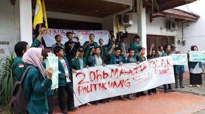 Gerakan 20 Ribu Mahasiswa Anti Politik Uang Segel Kantor Bawaslu Lampung