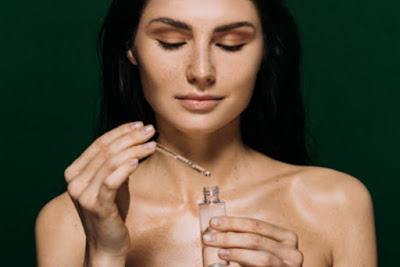 images Can I Use a Combination of Two Serums at Once on the Face?
