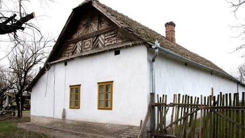 A hagyományos építészet új perspektívája a Móra Ferenc Múzeumban