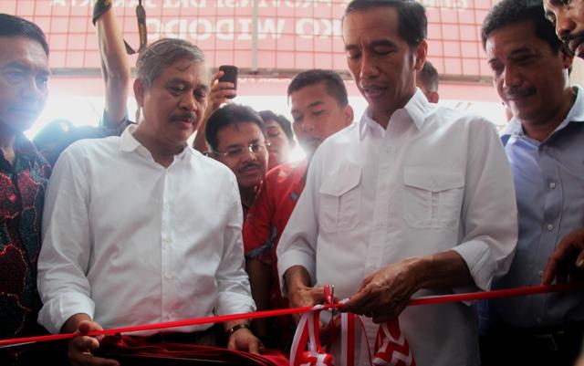 Jokowi gunting pita