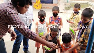 गरीबों को राशन, बच्चों को टाफी बिस्किट, कोरोना वॉरियर्स को मिला सम्मान | #NayaSabera
