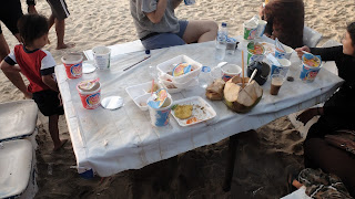 sampah bekas makanan di pulau harapan