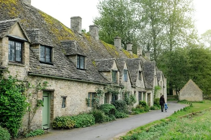 What are the Cotswolds famous for? Travel Guide