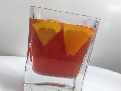 Rozgrzewająca herbata z owocami