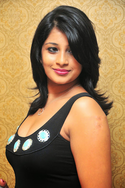 Tollywood Actress Nadeesha Hemamalini Latest Hot Pics Navel Queens