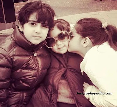 Kanika Kapoor Children Photo