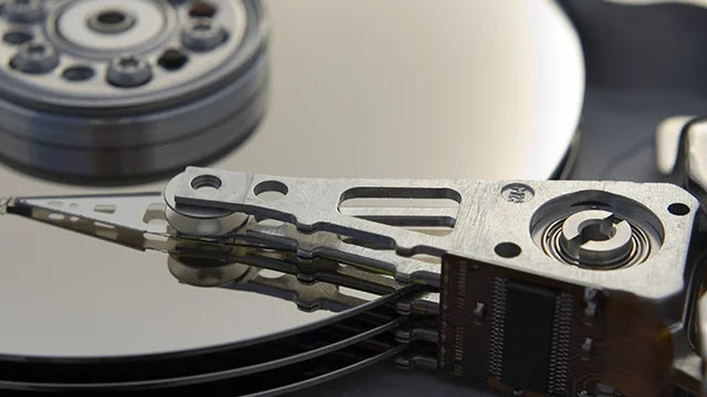 La différence entre les disques durs IDE, SATA, SAS, SCSI et SSD