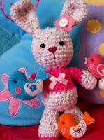 http://www.gallimelmas.com/2009/08/patron-conejita-amigurumi.html
