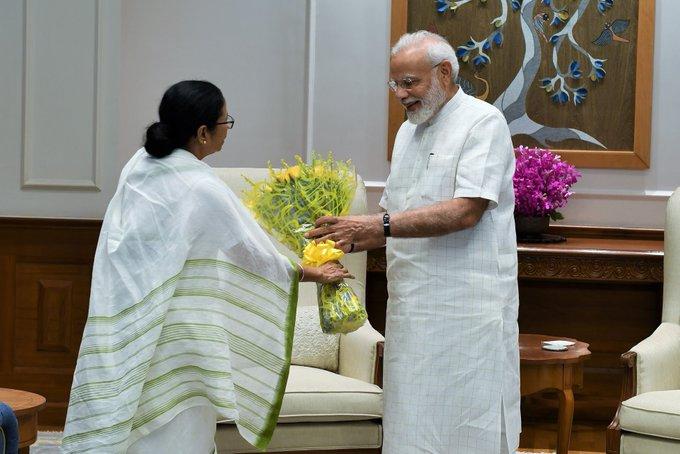 प्रधानमंत्री मोदी से मिलीं ममता बनर्जी, पश्चिम बंगाल आने का दिया न्योता