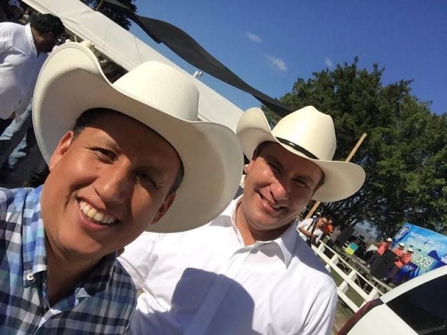 Moreno Valle borra fotos con líder 'huachicolero' y niega conocerlo.