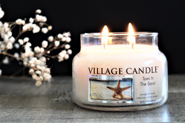 village candle toes in the sand, toes in the sand village candle avis, bougie parfumée toes in the sand, bougie parfumée 2 meches, bougie parfumée cire végétale, bougies, blog bougie, parfum d'été pour la maison, home fragrance