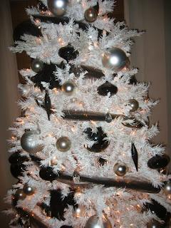 árbol navideño blanco y negro