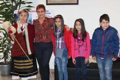 """В навечерието на 1 март баба Марта посети Кмета на Община Тетевен и децата от НУ ,,Хаджи Генчо"""""""