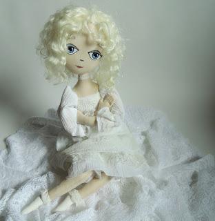 ангел в белом