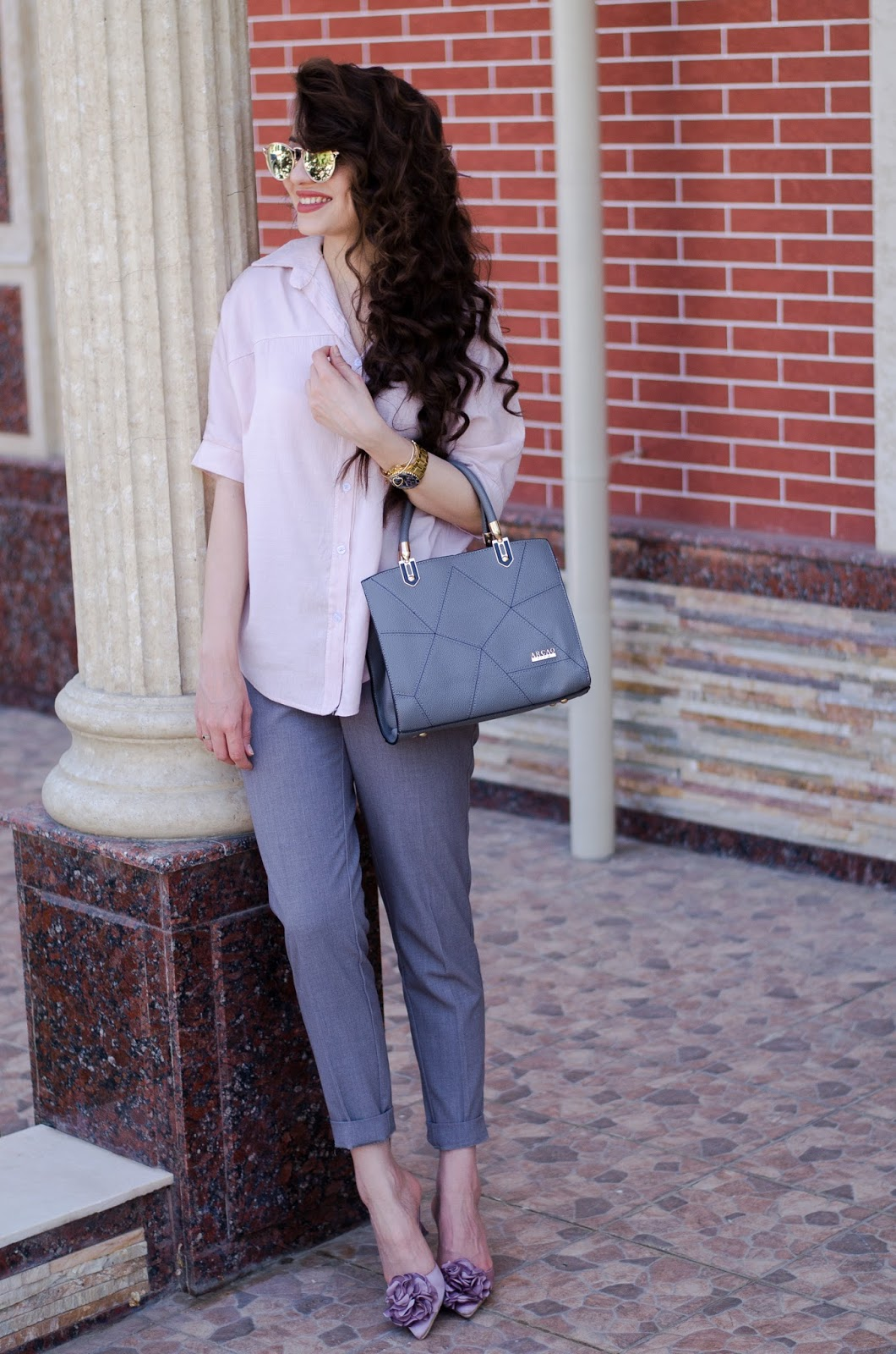 fashion blogger diyorasnotes diyora beta mules grey pants pink shirt curly hair smart casual