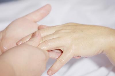 Kalian niscaya pernah kan pletekin tangan yang dimana ketika kita merasa jari Bahayakah Pletekin Jari Tangan