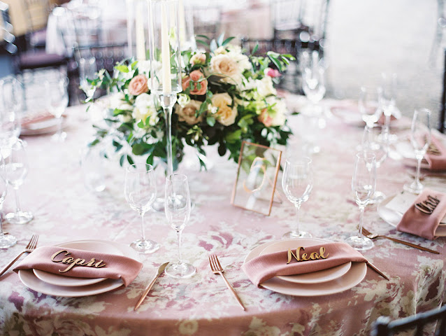 table setting with guest names