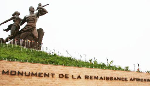 Le Monument qui surplombe la belle côte de Dakar !   Tourisme, Monument, Renaissance, africaine, infrastructure, nature, activites, visite, montagne, collines, volcaniques, Mamelles, LEUKSENEGAL, Dakar, Sénégal, Afrique