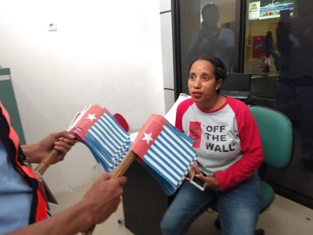 Wanita Pemberani dengan 1500 Bendera
