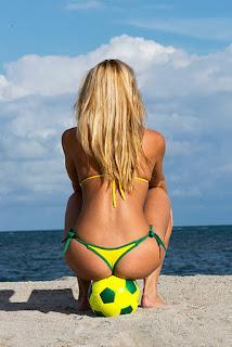 ◁ صور نساء على البحر في البرازيل بالكورة القدم عاريات جميلة جدا