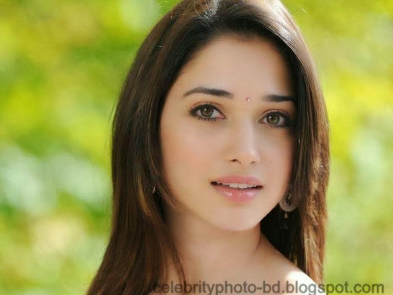 Indian film actress and model Tamannaah Bhatia's Sexy Photos In Saree 2014