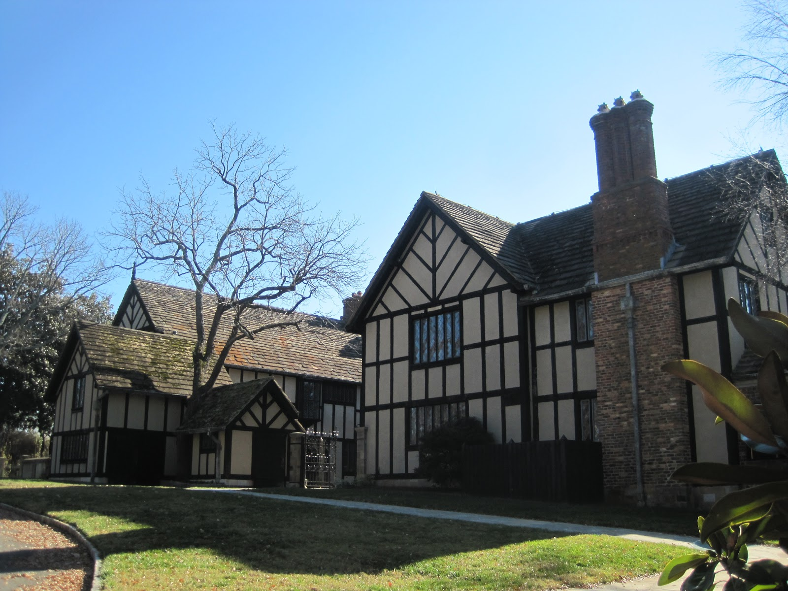 Agecroft Hall, Richmond | Harrison Architect Designs on post wwii homes, 17th century homes, ming dynasty homes, sixteenth century homes, 14th century homes, 11th century homes, middle ages homes, 12th century homes, 19th century homes, 18th century homes, 1850's homes, 10th century homes, nineteenth century homes, first century homes, 2nd century homes, seventies homes, 5th century homes, europe homes, 16 century homes, 21th century homes,
