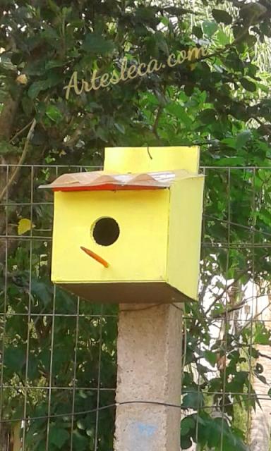 Casinha de passarinho amarela