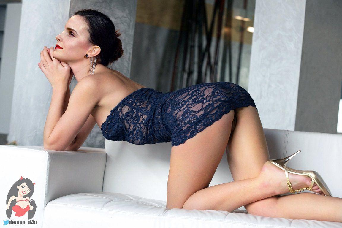 Emma Watson Sexiest Bikini Images
