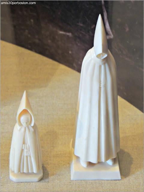 Figuras de Marfil de las Azores en el Museo de las Ballenas de New Bedford