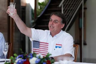 Em festa da independência dos EUA, Bolsonaro exalta Donald Trump