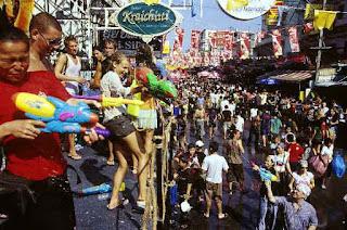 Songkarang Festival Siram Air di Thailand