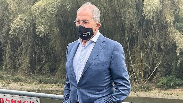 Sergey Lavrov'un İsyankar Maskesi: FCKNG QRNTN